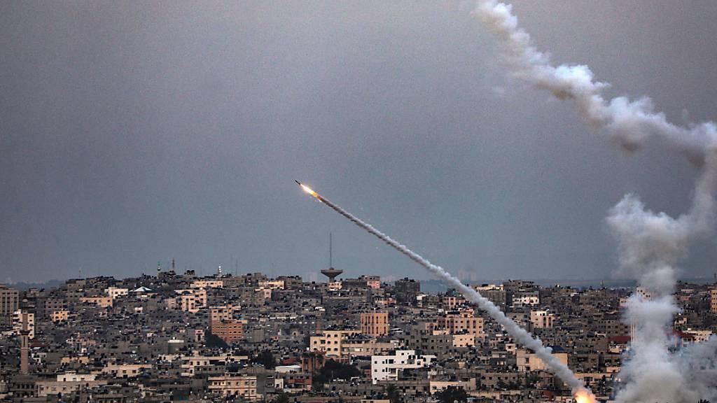 Israel greift nach Raketenbeschuss Hamas-Stützpunkte in Gaza an