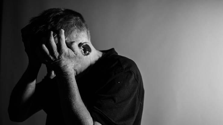 Zuhören und Mitgefühl zeigen sind wichtig – Vergleiche und allgemeine Ratschläge nicht hilfreich.  (Symbolbild)