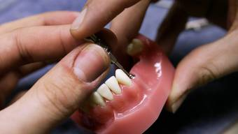 Zahnimplantatehersteller Straumann hat einen vielversprechendes 1. Quartal hinter sich. (Symbolbild)