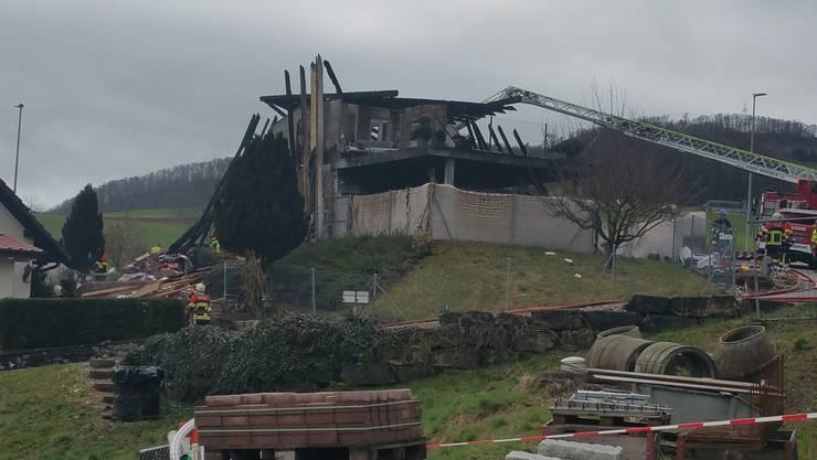 Das Feuer brach am frühen Sonntagmorgen in einem Einfamilienhaus in der Fricktaler Gemeinde Gansingen aus.