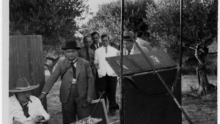 Winston Churchill (sitzend), Willy Sax (mit schwarzem Hut) und Charles Montag (hinter der Staffelei) auf einem Malausflug bei Aix-en-Provence