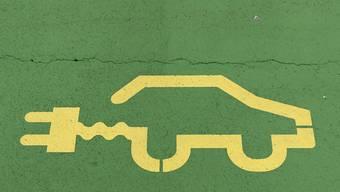 Um den Anteil der Elektroautos in der Schweiz zu erhöhen, braucht es laut Auto-Schweiz vor allem Investitionen in die Infrastruktur. (Symbolbild)