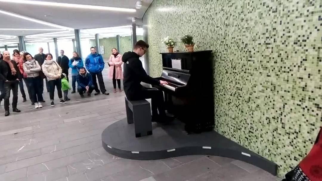 """""""Frühlingserwachen"""": Offene Bühne und öffentliches Klavier"""