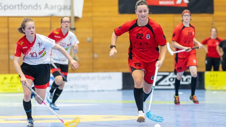 Aaraus Doppeltorschützin Chantal Rieder (am Ball). (Foto Fabio Baranzini)