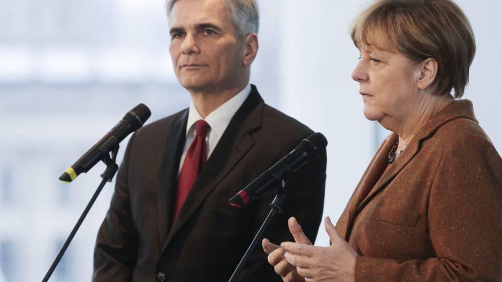 Die deutsche Kanzlerin Angela Merkel (rechts) und ihr österreichische Amtskollege Werner Faymann trafen sich in Berlin, um die Flüchtlingsproblematik zu diskutieren.