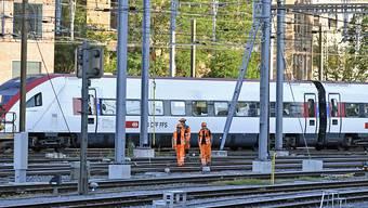Am Freitagnachmittag, 15. Juni, ist ein Bauzug beim Bahnhof Winterthur entgleist. Ein Intercity riss zudem eine Fahrleitung herunter. Die Untersuchungen sind nun aber abgeschlossen. (Archiv).