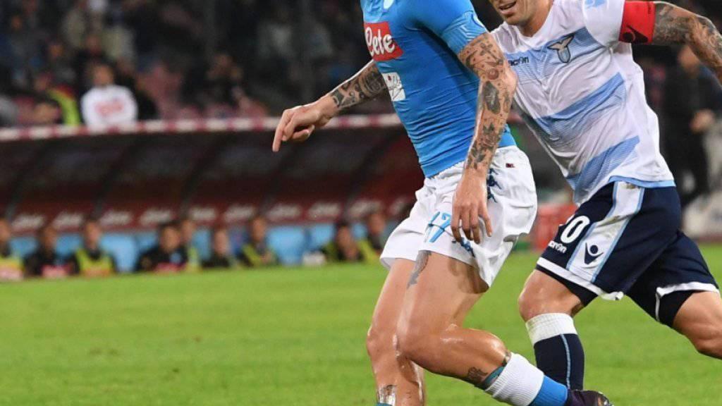 Duell der Captains: Napolis Marek Hamsik gegen Lucas Biglia von Lazio Rom