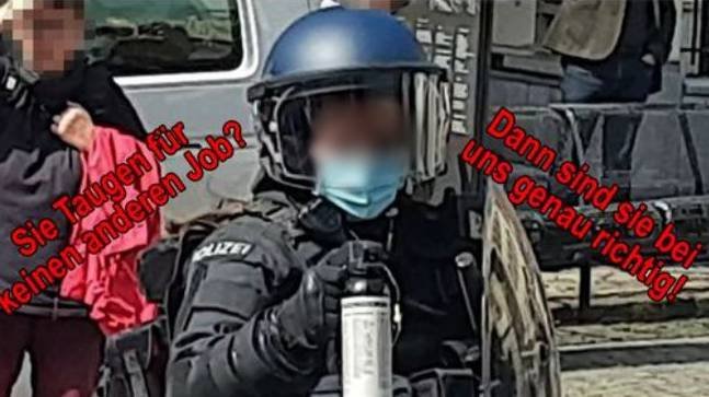 Nach der Pfefferspray-Polizistin wird im Netz gehetzt