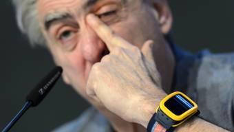 "Swatch-CEO Nick Hayek mit seiner ""Swatch Touch Zero One"" (Archiv)"