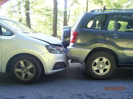 Ein Audi-Lenker aus der Region fuhr in das Heck eines stehenden Autos und stiess so zwei weitere Fahrzeuge zusammen.