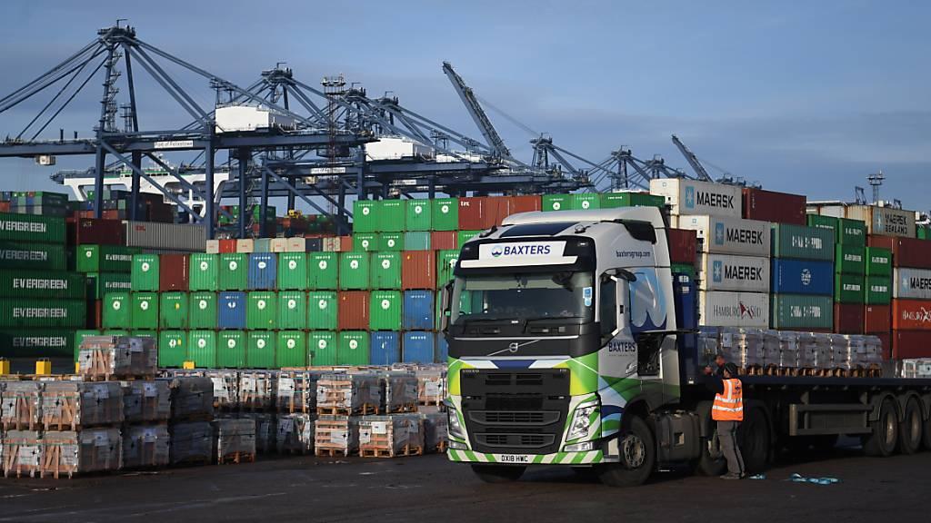 Der britischen Wirtschaft fehlen nach dem Brexit und im Zuge der Erholung von der Coronakrise die Arbeitskräfte. Insbesondere nach Lastwagenfahrern wird gesucht.(Symbolbild)