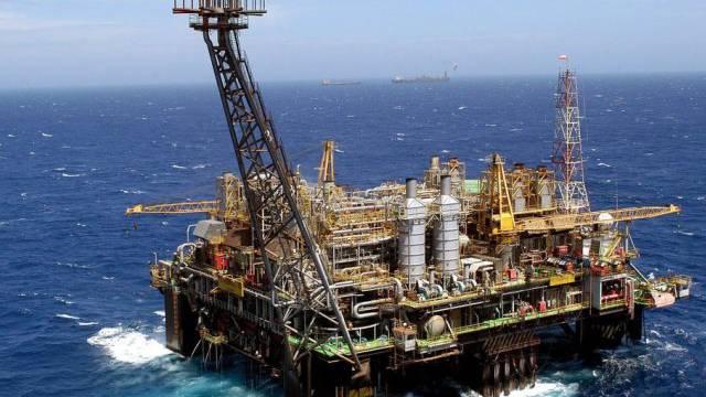 Eine Petrobras-Ölplattform vor der brasilianischen Küste (Archiv)