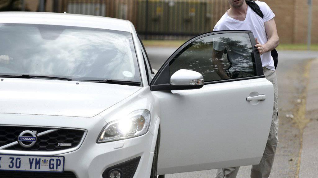 Der ehemalige Sprint-Star Oscar Pistorius bei Antritt des Sozialdienstes während seines Hausarrests. Ein Berufungsgericht wird entscheiden, ob Pistorius wieder ins Gefängnis muss.