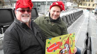 Die Organisatoren Kurt Füeg und Reto Huber bieten dem Umzugspublikum zum dritten Mal eine Tribüne auf dem Dornacherplatz an.