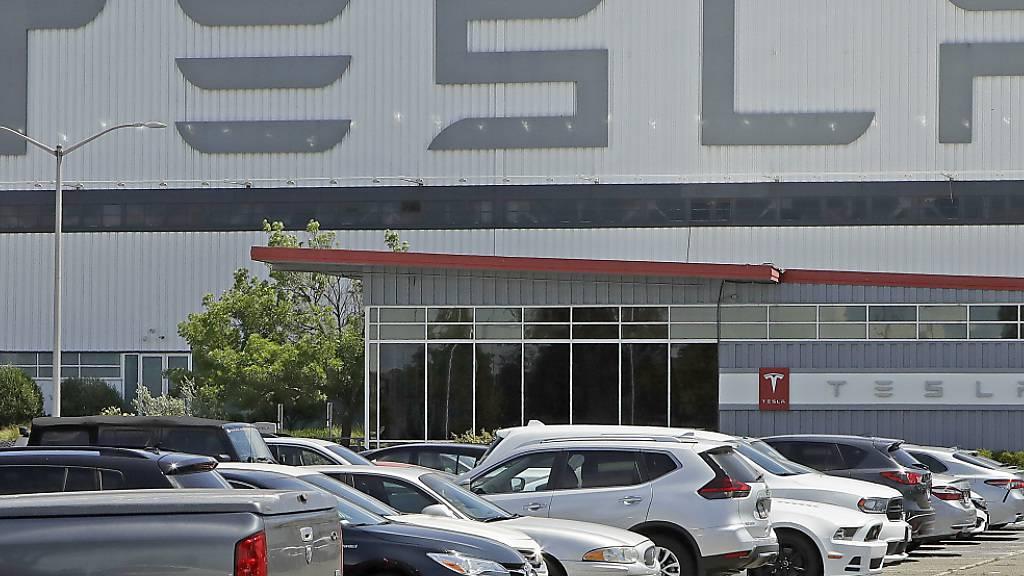 Tesla kündigt Aktiensplit an - Aktienkurs steigt