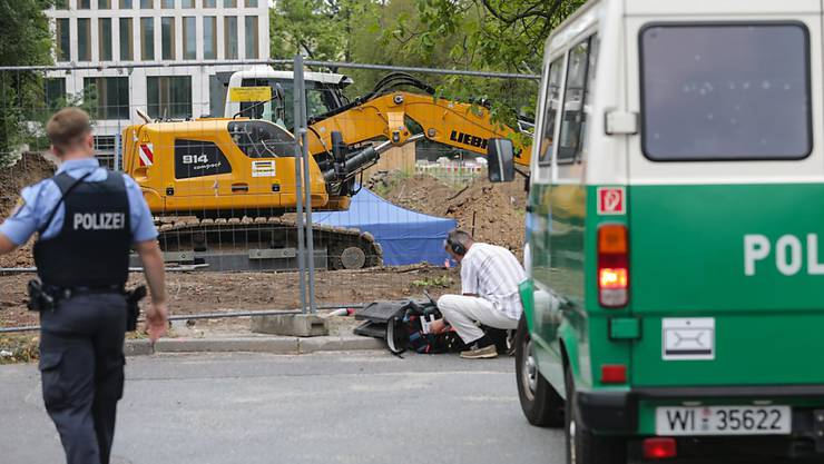 Die Polizei in Frankfurt sperrt das Bomben-Gebiet im Vorfeld der Entschärfung ab.