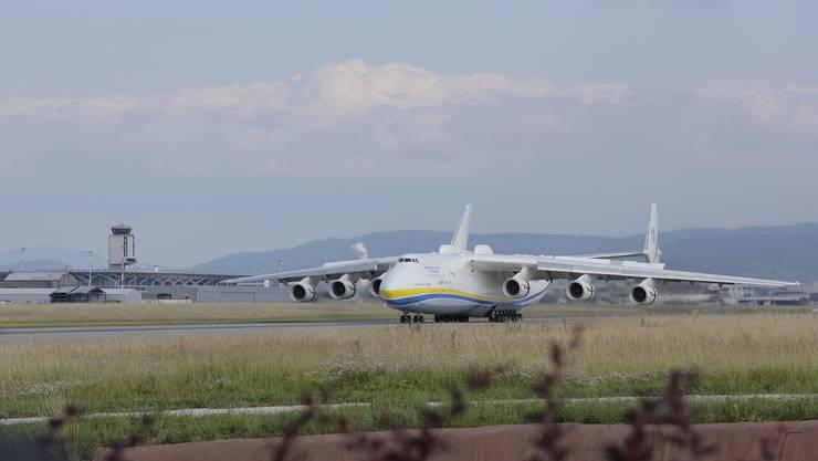 Vor sechs Jahren landete die Antonov An-225 «Mirja» am Euro-Airport – damals war die Besucherterrasse noch geöffnet.