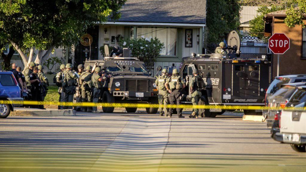 Nach Schüssen in der Nähe eines Wahllokals in Kalifornien kommt es zu einem Grosseinsatz der Polizei. Bei der Schiesserei sterben zwei Menschen, darunter der Schütze.