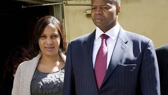 Nafissatou Diallo mit ihrem Anwalt vor den Medien im August 2011