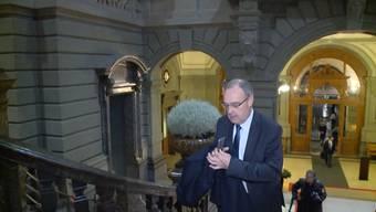 Aeschi, Parmelin, Gobbi und der als Sprengkandidat gehandelte Hurter: Die Bundesrats-Kandidaten treffen im Berner Bundeshaus ein.