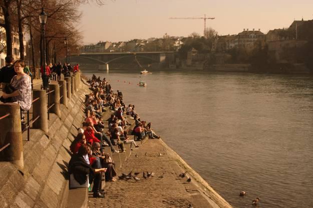 ...und zog viele Sonnenhungrige an sein Ufer.