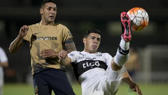 Blas Riveros (rechts) spielt hier in der Copa Libertadores gegen die Pumas aus Mexiko.