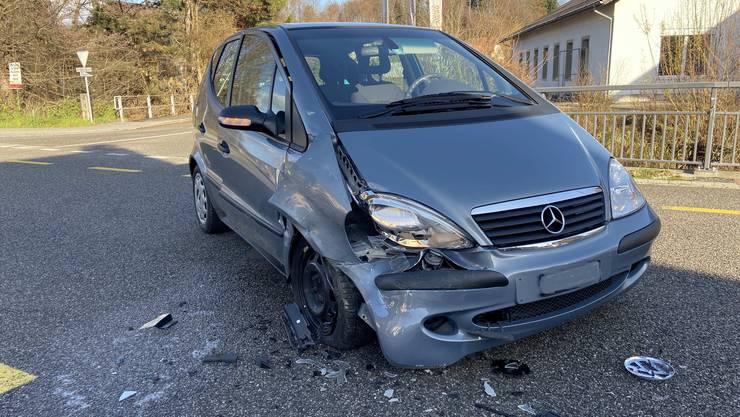 Rothrist AG, 10. Dezember: Eine Person zog sich bei einem Unfall leichte Verletzungen zu. Ein Lieferwagenfahrer kollidierte mit einem Mercedes. Die Kantonspolizei klärt den Unfallhergang ab.