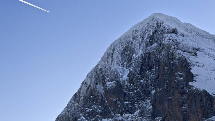 Beim Abstieg vom Eiger-Gipfel ist ein 29-jähriger Alpinist tödlich verunglückt. (Archivbild)