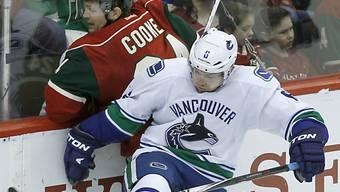 Yannick Weber verteidigt auch nächste Saison für Vancouver.