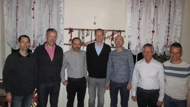 Der neue Vorstand mit den Abtretenden Marcel Herzog (ganz links) und Andy Bühler (ganz rechts).