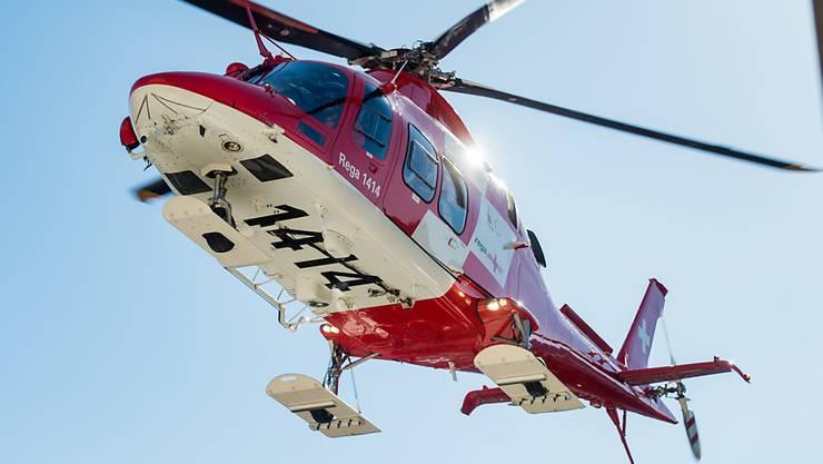Kurz nach 18.30 Uhr landete der Rega-Helikopter in Gelterkinden. (Symbolbild)