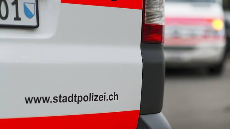 Die Polizei hat in Zürich vier 18-Jährige verhaftet, die einen anderen jungen Mann überfallen hatten. (Symbolbild)