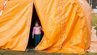 Ein kleines Mädchen in einem Empfangszentrum für Flüchtlinge in Nord-Norwegen.