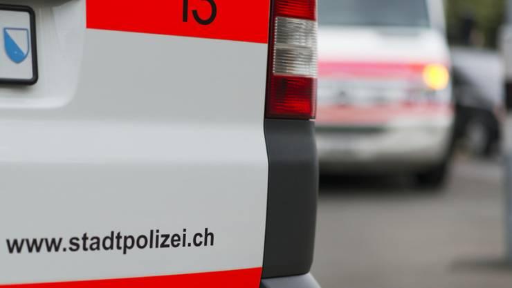 Die Stadtpolizei Zürich nahm einen Mann fest, der am Utoquai zwei Personen verletzte. (SYMBOLBILD)