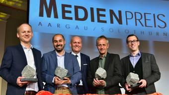Medienpreis Aargau/Solothurn mit v.l. Thomas Vogel (Preisträger Kategorie TV), Bähram Alagheband (Preisträger Radio),  Thomas Müller (Präsident Verein Medienpreis AG/SO), Hanspeter Bärtschi (Preisträger Kategorie Foto) und Lucien Fluri (Preisträger Kategorie Print).