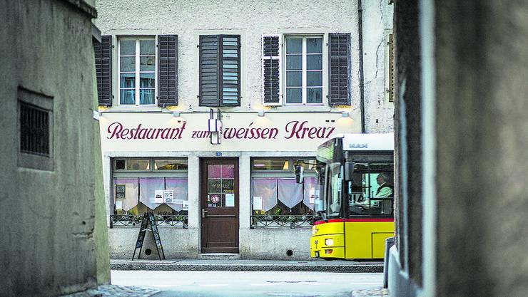 Mellingen, 28. November: Das «Weisse Kreuz» (im Bild) und auch die «Scharf Eck» in der Mellinger Altstadt werden wiedereröffnet.