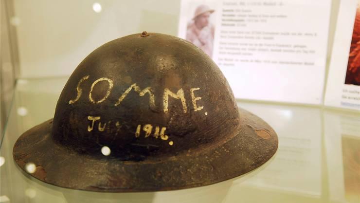 Das Festungsmuseum Reuenthal organisiert regelmässig Sonderausstellungen. Im Herbst 2011 wurde eine Helmsammlung von Mike Hess gezeigt. Im Bild ein englisches Exemplar aus dem Ersten Weltkrieg.