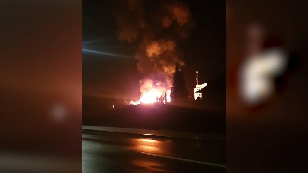 In Vollbrand: Lagerhalle einer Schreinerei in Schönbühl (BE) abgebrannt