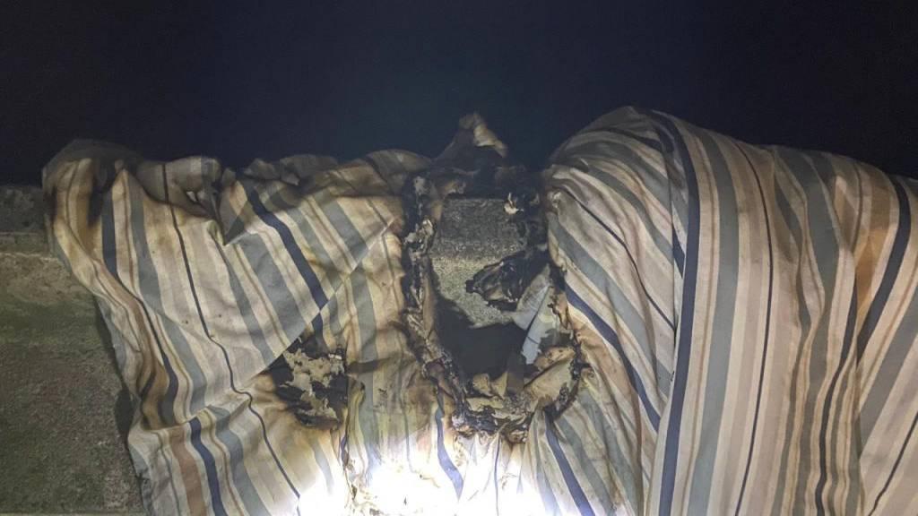 Matratze fängt Feuer – drei Personen im Spital