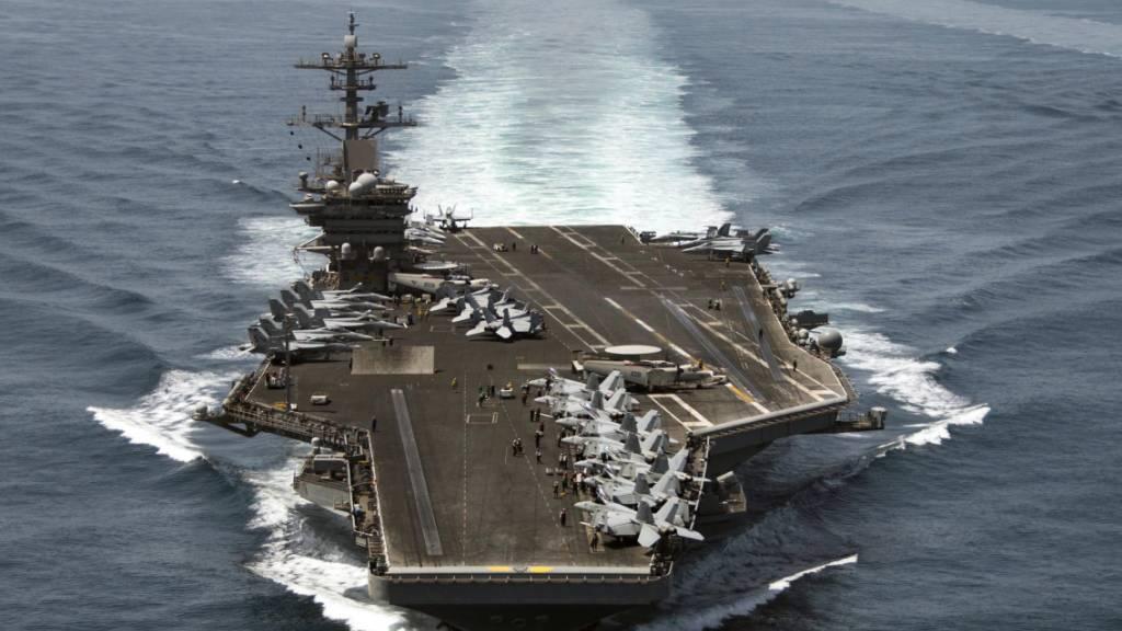ARCHIV - Das von der US-Marine zur Verfügung gestellte Luftbild zeigt den Flugzeugträger «USS Theodore Roosevelt». Foto: Mc3 Anthony N. Hilkowski / Hando/US NAVY/dpa