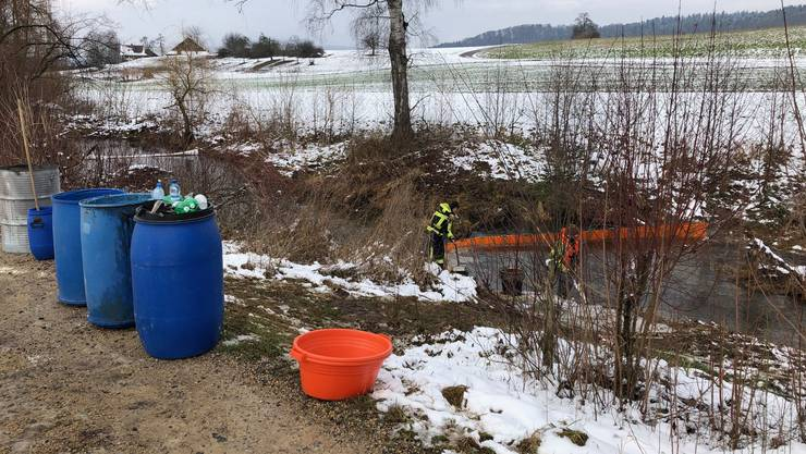 Öl-Unfall in der Bünz bei Dottikon.