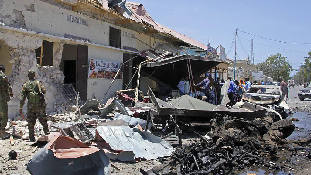 Blutiger Monatsbeginn in Somalia: Nach dem tödlichen Autobombenanschlag in Mogadischu vom Mittwoch starben tags darauf mehrere Passagiere eines Busses, der im Süden des Landes über einen Sprengsatz fuhr. (Archivbild)