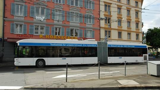 Ein angemieteter Hybridbus soll neue Erkenntnisse für einen ökologischeren Busbetrieb in Zürich bringen. Doch Hybridbusse sind in den VBZ-Ökoplänen nur eine Zwischenlösung.