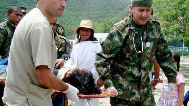 Das kolumbianische Militär bei der Bergung der Opfer
