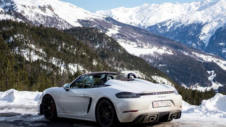 Zwischenhalt auf dem Ofenpass: Der Porsche 718 Spyder unterscheidet sich durch zwei Höcker auf dem Heckdeckel vom «normalen» Boxster.