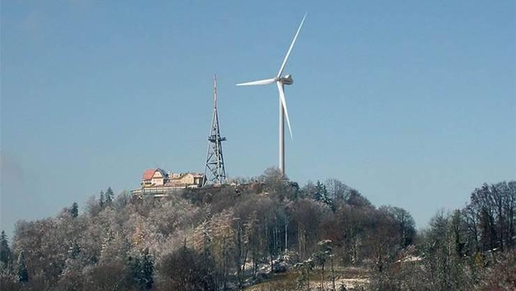 Neben der Visualisierung des Windrades sieht der 72 Meter hohe Aussichtsturm fast klein aus.
