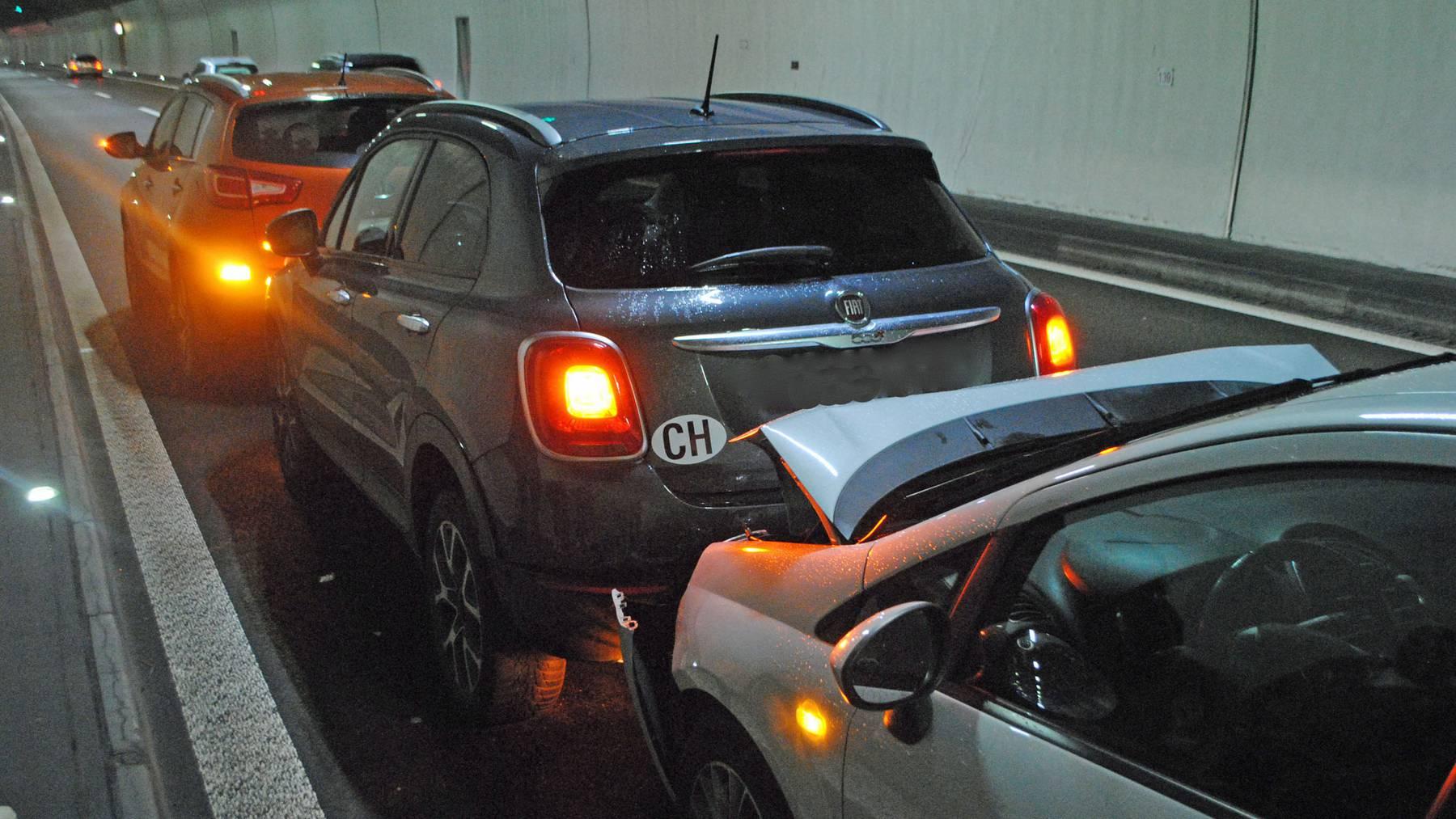 In den einen Auffahrunfall im Rathausentunnel waren drei Autos involviert.