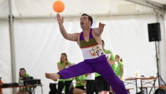 Remo Murer bei seinem Kantonalturnfest-Auftritt. Der Gymnastik-Anzug ist wie alle seine Turnkleider selbst genäht.