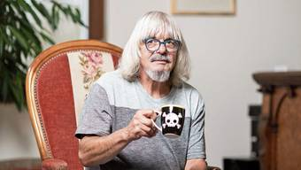 Er entsprach nie dem typischen Bild eines Jugendanwalts: Hansueli Gürber diese Woche in seinem Wohnzimmer in Adliswil ZH.
