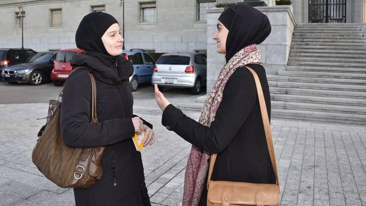 Janina Rashidi (links), PR-Beraterin und Medienverantwortliche des Islamischen Zentralrats